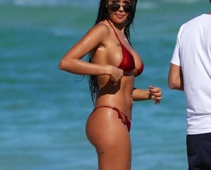 nabilla-benattia-bikini-0115-4-435x580