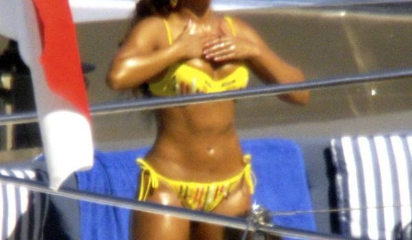 beyonce_yacht_yellow_bikini_4