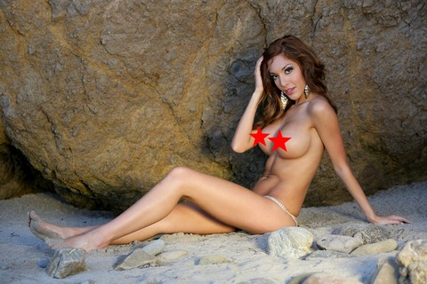 Exclusive - Farrah Abraham Goes Topless On The Beach In Malibu
